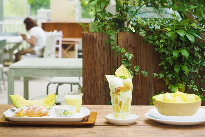 とろける甘さの完熟メロンスイーツ尽くし♪静岡・袋井で話題のメロン農家直営「フルーツカフェニジ」