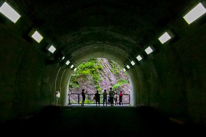 トンネルを進みながら、3つの見晴所へ