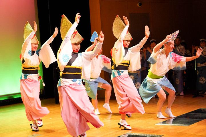 本場の阿波踊りを体験!「阿波おどり会館」