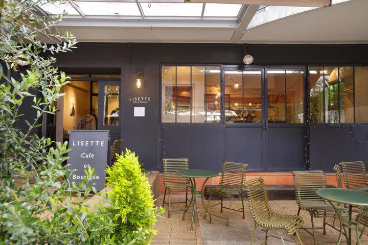 参道からすぐ!喧騒から離れた場所にある静かなカフェ