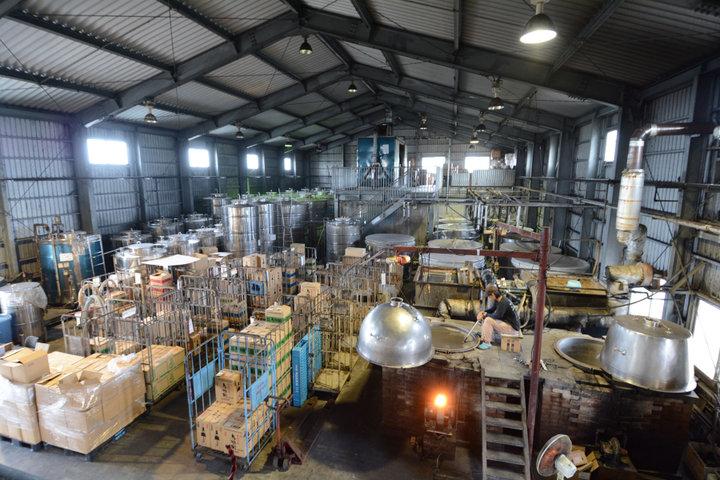 島最古の泡盛酒造所で工場見学