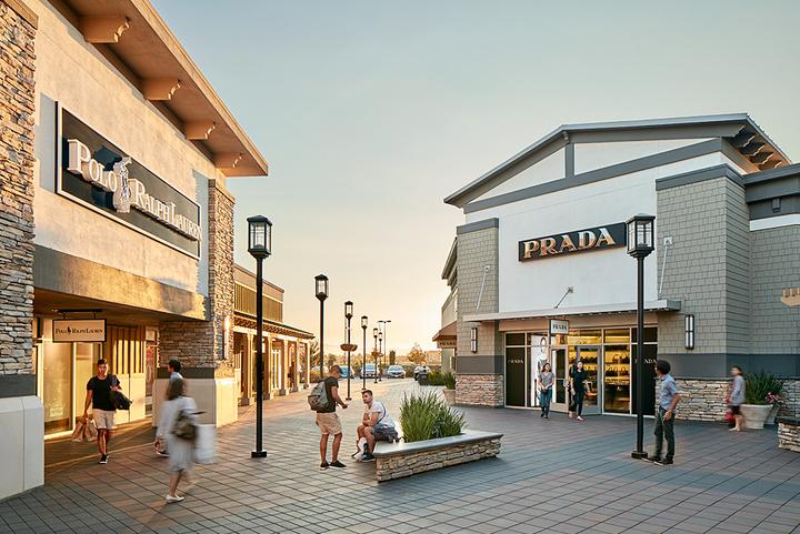 サンフランシスコの郊外でお得にショッピングとワイナリーツアー