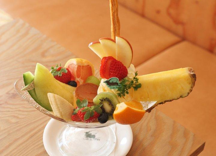 カットフルーツが華やか「カフェドリオン パレット」