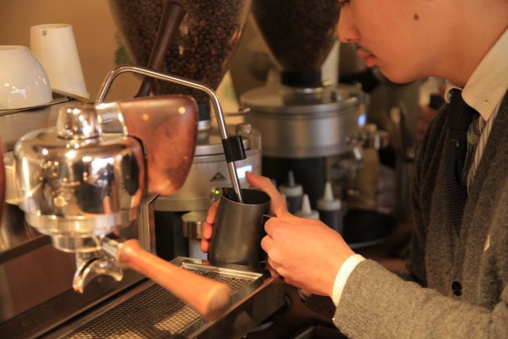 希少なエスプレッソマシンで丁寧に淹れる本格コーヒー