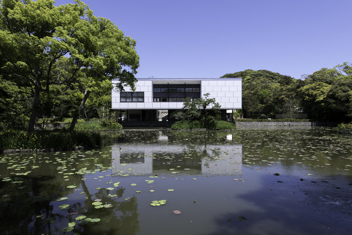 モダニズムと日本の伝統がもたらす空間美にひたって
