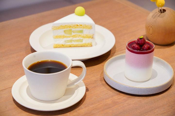 旬のフルーツを閉じこめたスイーツ。根津神社前のカフェ「シグネコーヒー」