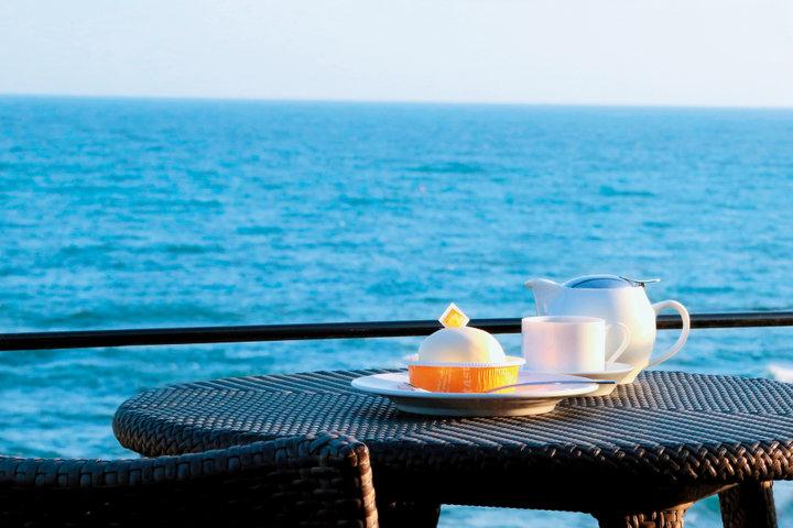 迫力のパノラマビュー。気分はビーチリゾート「アマルフィイ カフェ」