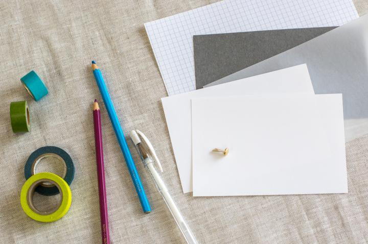作り方は簡単! 3種類の紙を切って留めるだけ