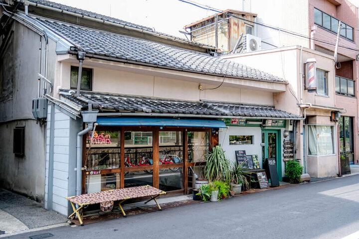 異国感の漂う店内に並ぶ多彩なアジアのスパイス