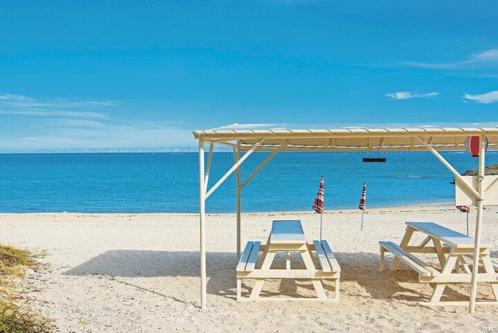 海まで徒歩0分のオンザビーチカフェ「食堂かりか」
