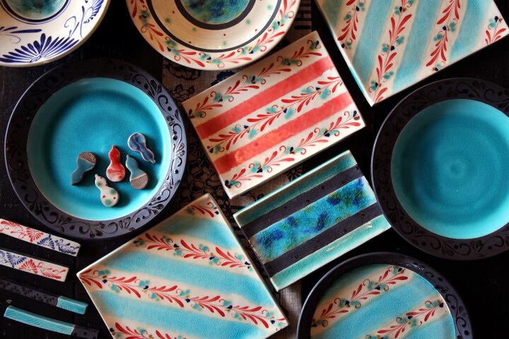 鮮やかな色彩と繊細なデザインにひと目で引き込まれる「陶房 火風水」