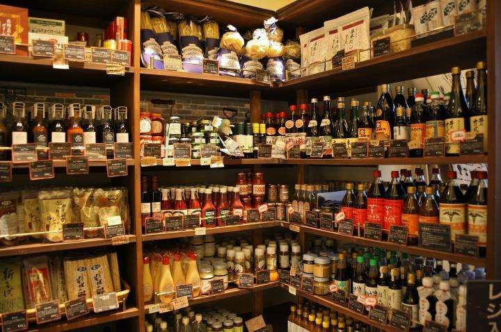 味の個性や製法に注目してセレクトされた調味料