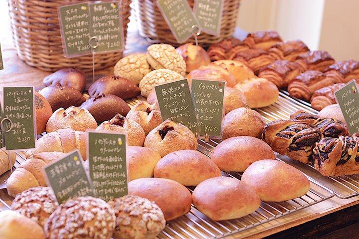 店内で焼き上げられる種類豊富なパン