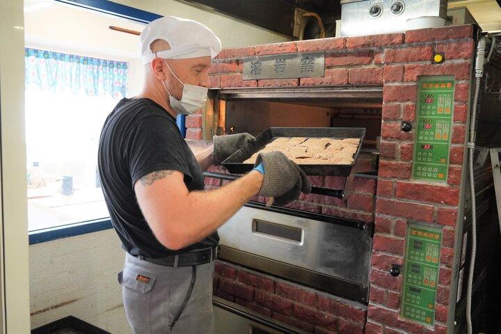 パンをふっくらと焼き上げる溶岩窯