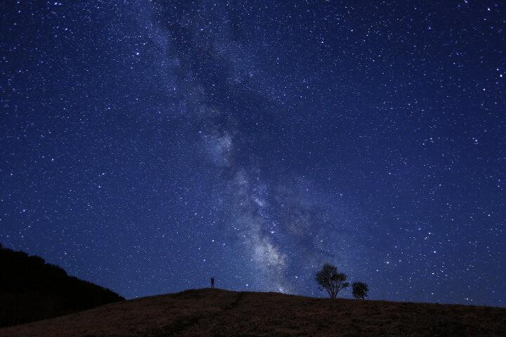 【ペア旅行券が当たるキャンペーンも実施中♪】日本一の星の街「星取県」をめぐる星探しの旅