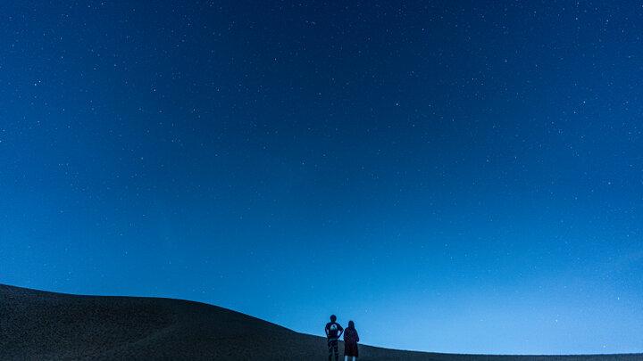 空から星が降ってくる♪ 鳥取砂丘で「星空観測ナイトツアー」