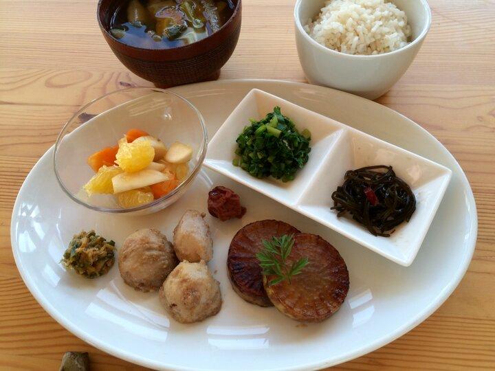 棚田米や旬の季節野菜を使ったランチプレートを楽しみに
