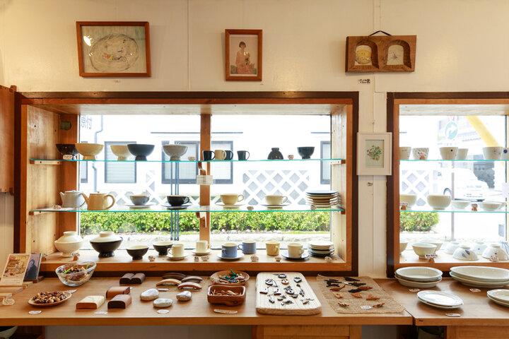 陶器や木製カトラリーなど、地元作家のクラフトを集めた「GRAIN NOTE」