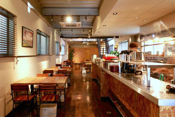 工場跡をリノベした「NAKAMACHI CAFÉ」はランチにもおすすめ