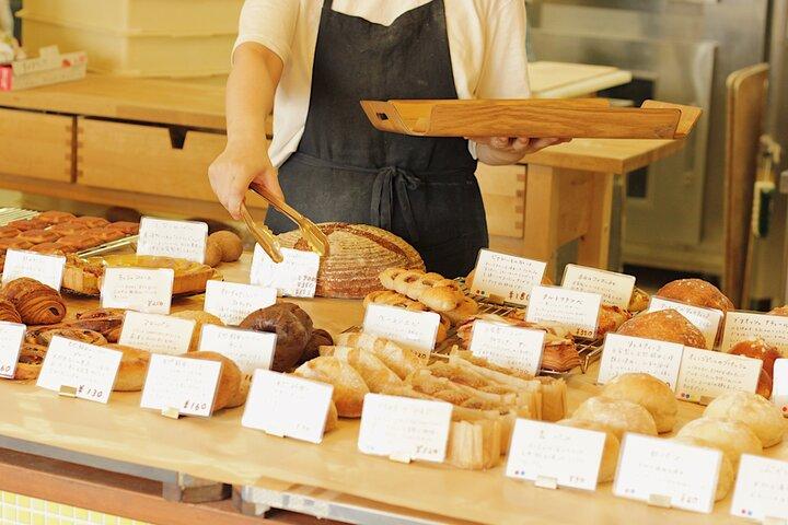 店員さんと相談しながらパンを吟味