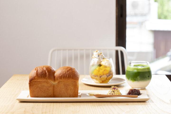 八坂神社の石鳥居を望める席も!京都・祇園の新しいカフェ「京都祇園茶寮」で京スイーツを