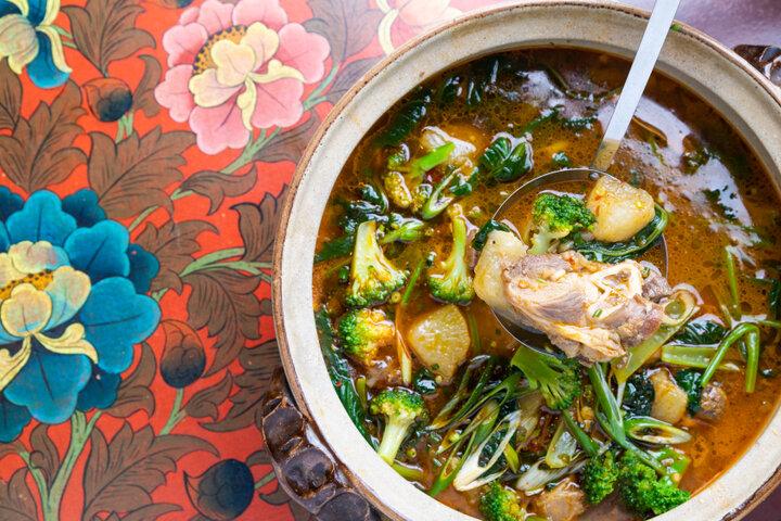 【チベット】羊肉と野菜を煮たギャコック鍋は、チベットの由緒ある伝統の味