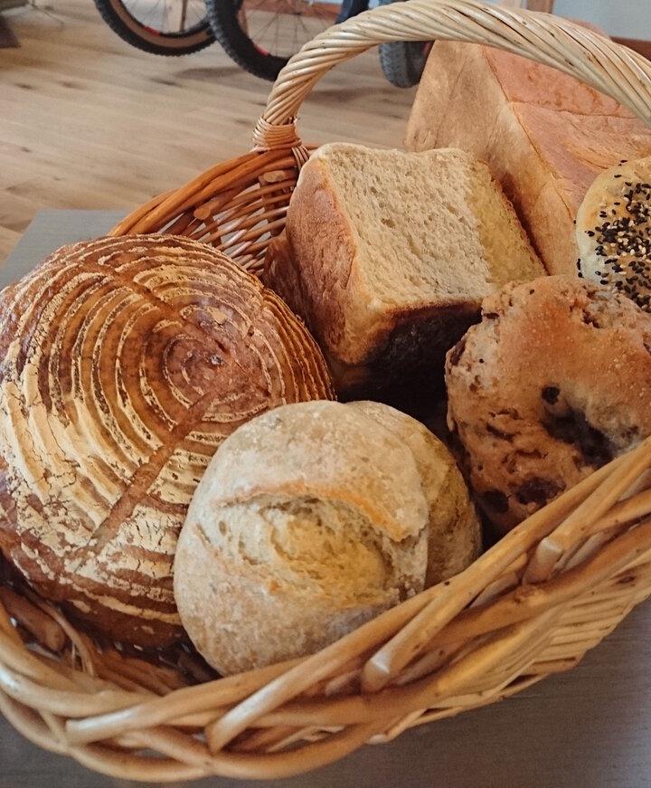完売必至の自家製パンもお見逃しなく!