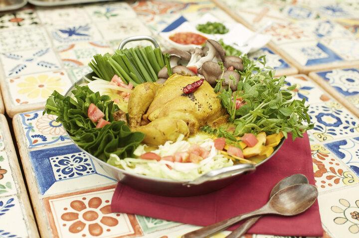 【ネパール】様々なスパイスを調合したヒマラヤの薬膳鍋