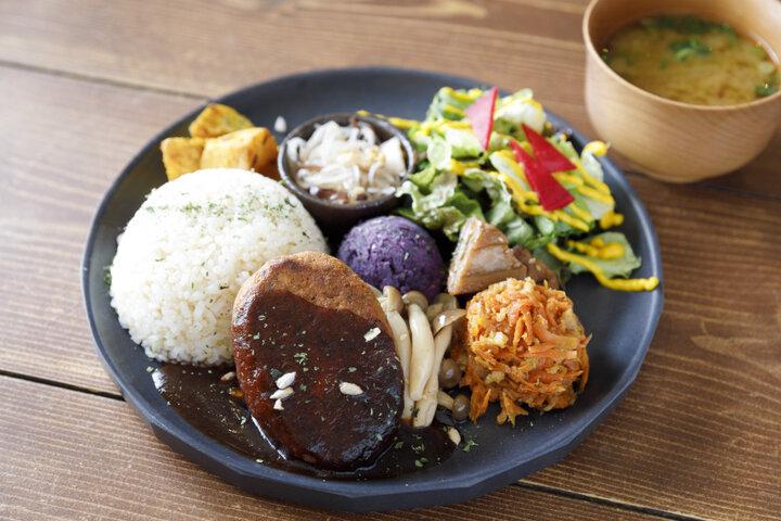 体にやさしくておいしいメニューがそろう京都・河原町「mumokuteki cafe & foods 京都店」