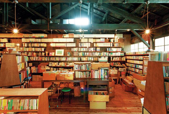 金沢関連の本も充実です「オヨヨ書林 せせらぎ通り店」