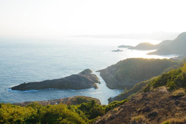 日向エリアの海辺には景勝地や神社が点在