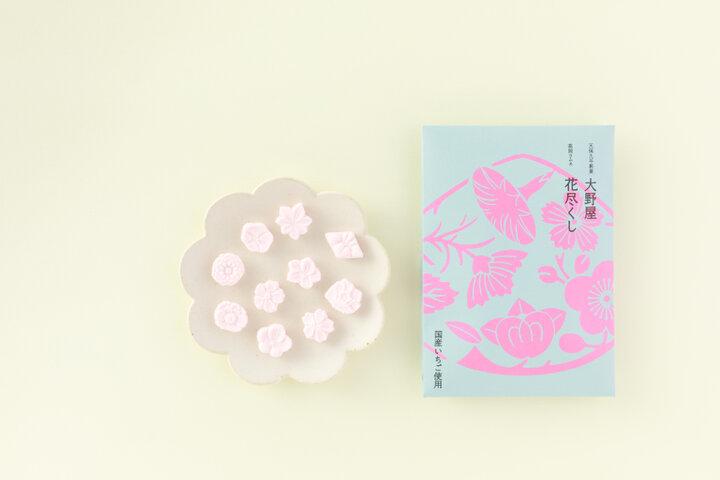まるで工芸品。地元産の米粉を木型で打ち出した「高岡ラムネ」/富山県