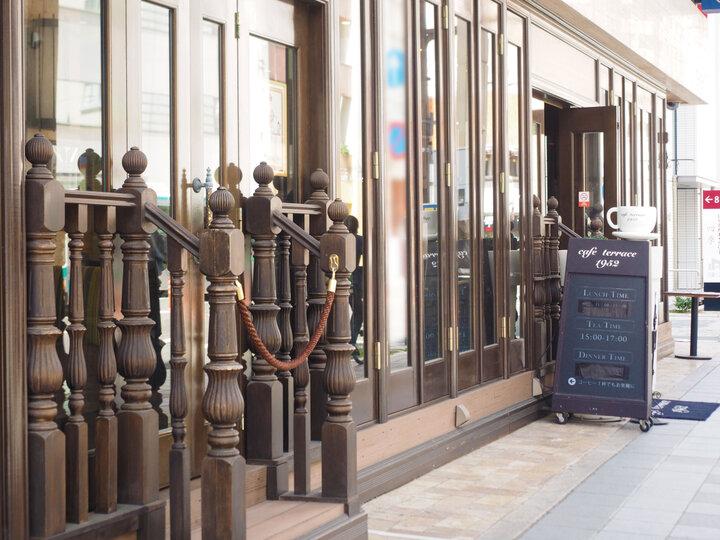 ニューヨークの街角にあるカフェをイメージしたお店