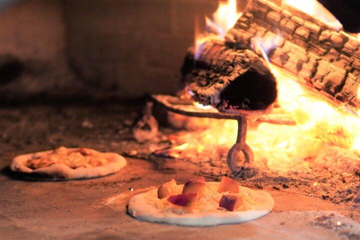 パチッパチッと薪の燃える音が心地いい薪窯のベーカリー♫鎌倉「薪窯nanana」