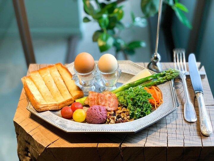 ちょっとよそゆきの朝ごはん。鉄板で仕上げる出来立てトーストを。代々木公園「プルミエメ」