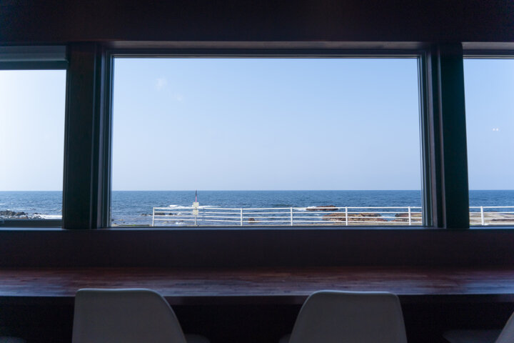 海沿いドライブの目的地にしたい絶景カフェ