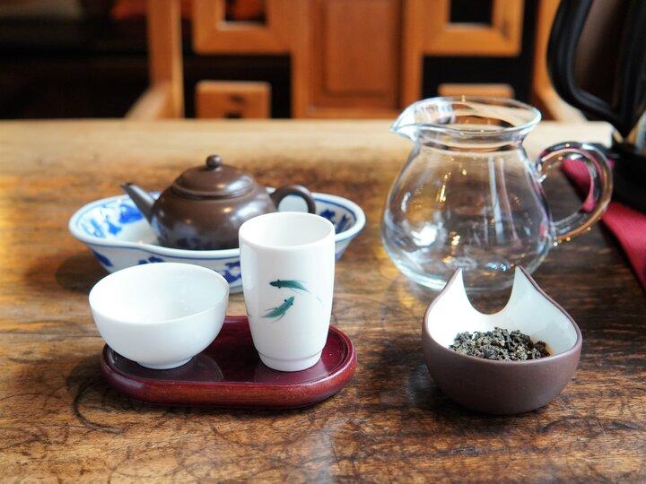 工夫茶器で淹れる老茶焙煎鉄観音