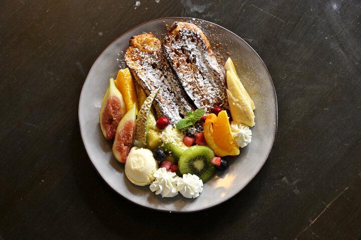 手作りの温かみと野菜や果物がたっぷりのメニュー