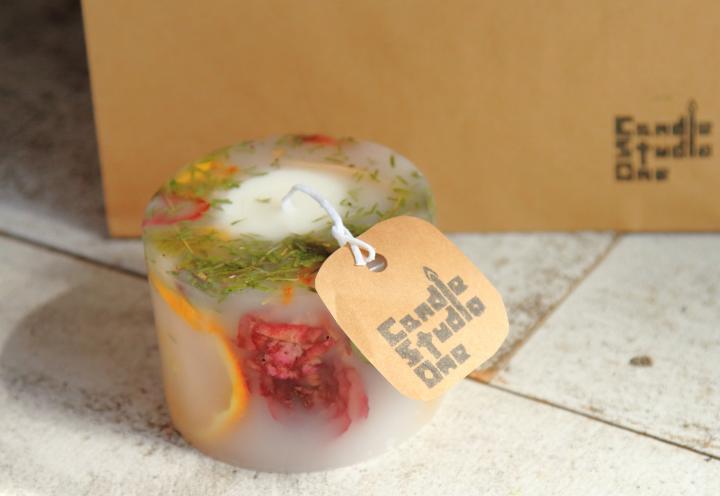 九州初。お花をいっぱい封じ込めた、世界でたった1つのボタニカルキャンドル作り