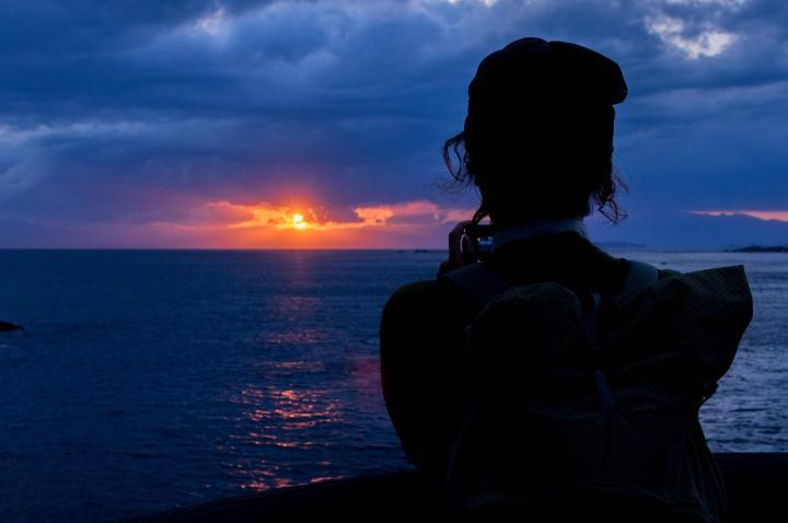 相模湾に沈む夕日で1日を締めくくり