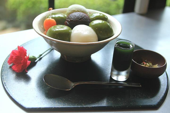 「宇治抹茶白玉」は特製シロップでいただきます