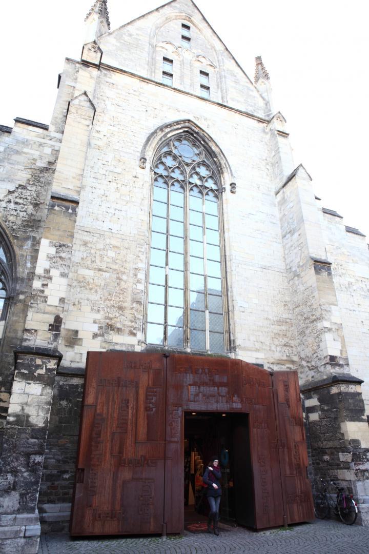 教会の名残が随所に残る