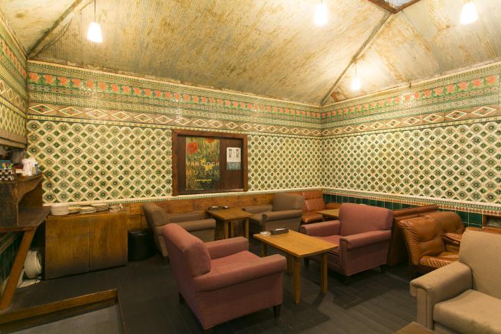 銭湯を改装した京都のレトロモダンなカフェ「さらさ西陣」