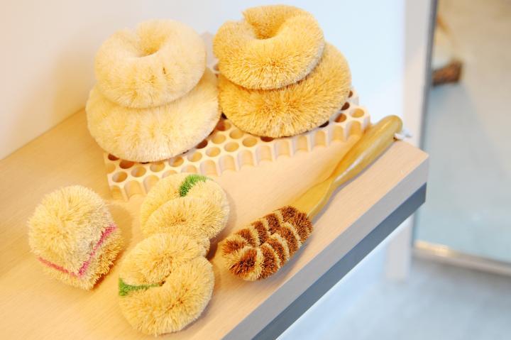 世界初のたわし専門店「亀の子束子 谷中店」で、お気に入りのたわしを探してみよう♪