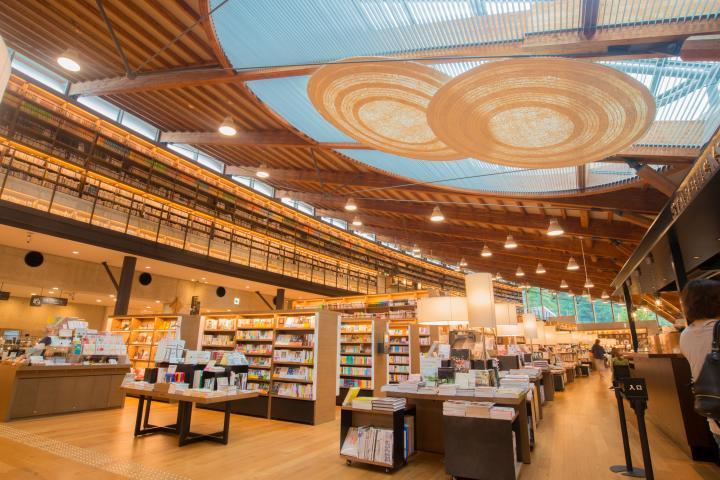 一度は訪れておきたい!日本中から観光客が集まる「武雄市図書館・歴史資料館」