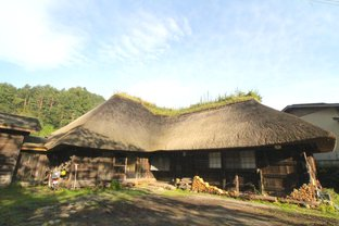 予約は手紙で。日常をしばし忘れさせてくれる築160年の古民家、岩手・野田村「苫屋」