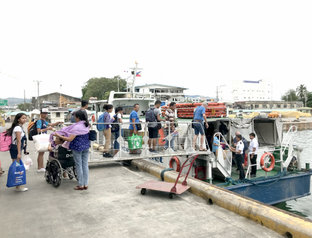 港からバイクタクシーで島を一周