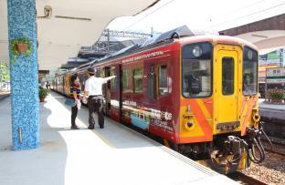 カラフルなローカル列車、平渓線に乗って