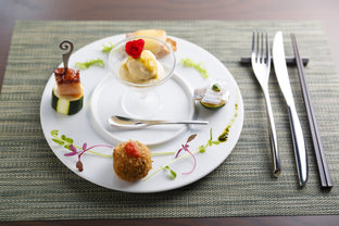 シェフが目利きする新鮮な魚介がアートな一皿に変身♪ 白浜の一軒家フレンチレストラン「SAKAKURA」