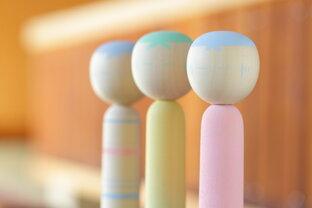 宮城・鳴子温泉で新しいこけしが生まれています♪「桜井こけし店」